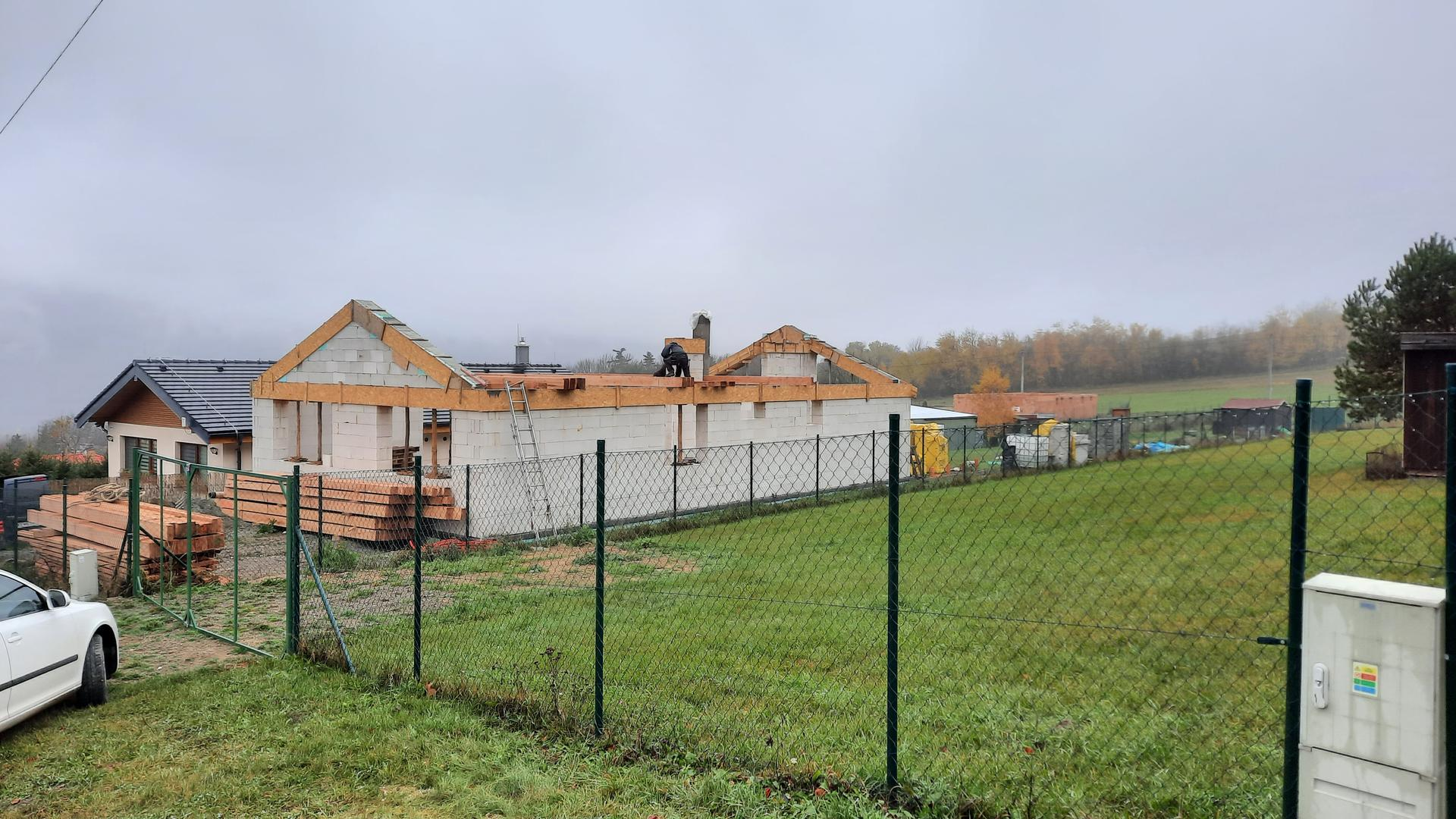 Bungalov 1871 - Zaliaty aj stit, beton vytvrdnuty a nastupuju strechari 13.11.2020