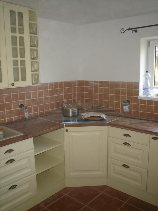 Kuchyňa - Toto miesto caka na rohovy digestor...
