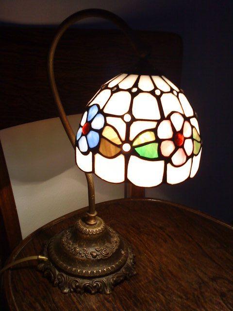 """Naše bývanie - Nočná lampa na nočnej """"stoličke"""". :-) Nočné stolíky už máme prisľúbené, a aj komodu a zrkadlo do spálne. Už ich musíme len doviezť. :-)"""