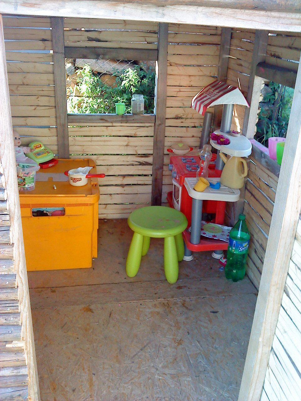 Naše bývanie - Interiér domčeka. :-) To tam bol ešte poriadok...