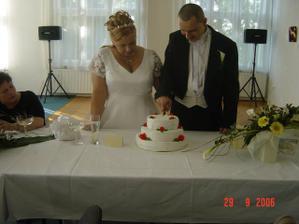 Nás úžasný dort - medovník a vedle moje kytička
