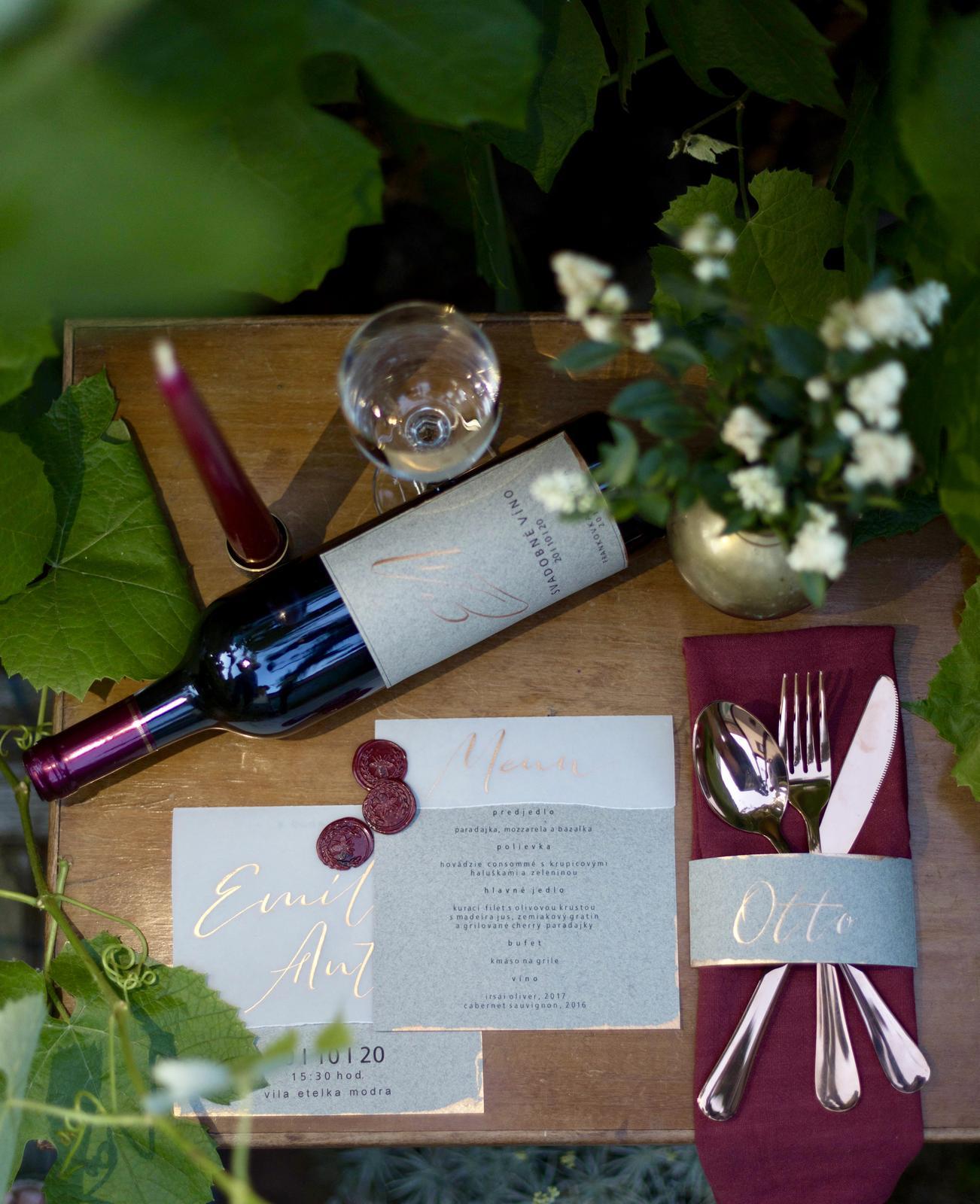 Prenajímame a zabezpečujeme: - Na mieru podľa farebnej škály a témy svadby vyrobíme na mieru všetky tlačoviny (oznámenia, menovky, menu lístky, číslovanie stolov, etikety na fľaše...)