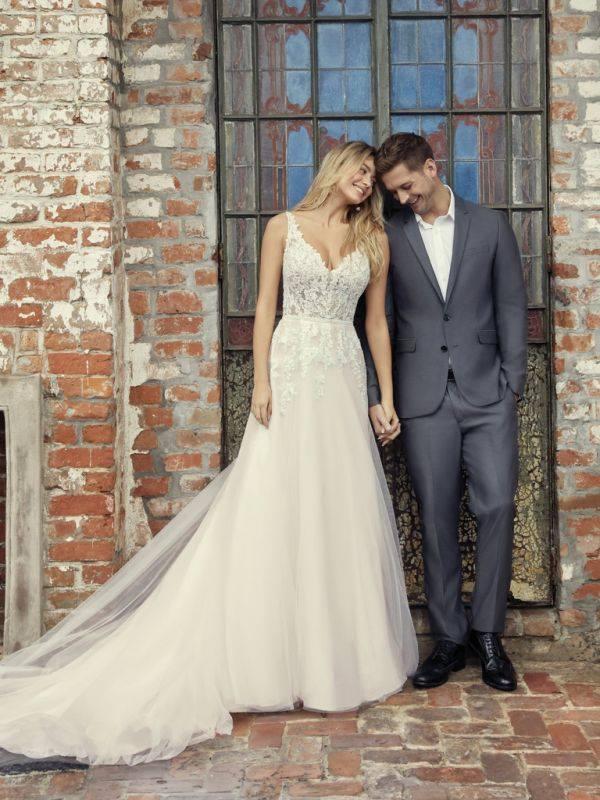 U nás v salonu najdete různé druhy svatebních šatů – od klasických elegantních, přes princeznovské, až po romantické šaty v boho stylu. - Obrázek č. 1