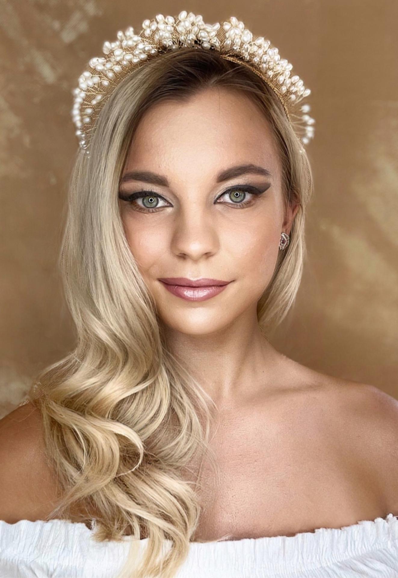 mua_denisav - Svadobný make-up a účes. Make-up zameraný na prirodzenú, žiarivú pleť a výraznejšie tieňovanie očí.