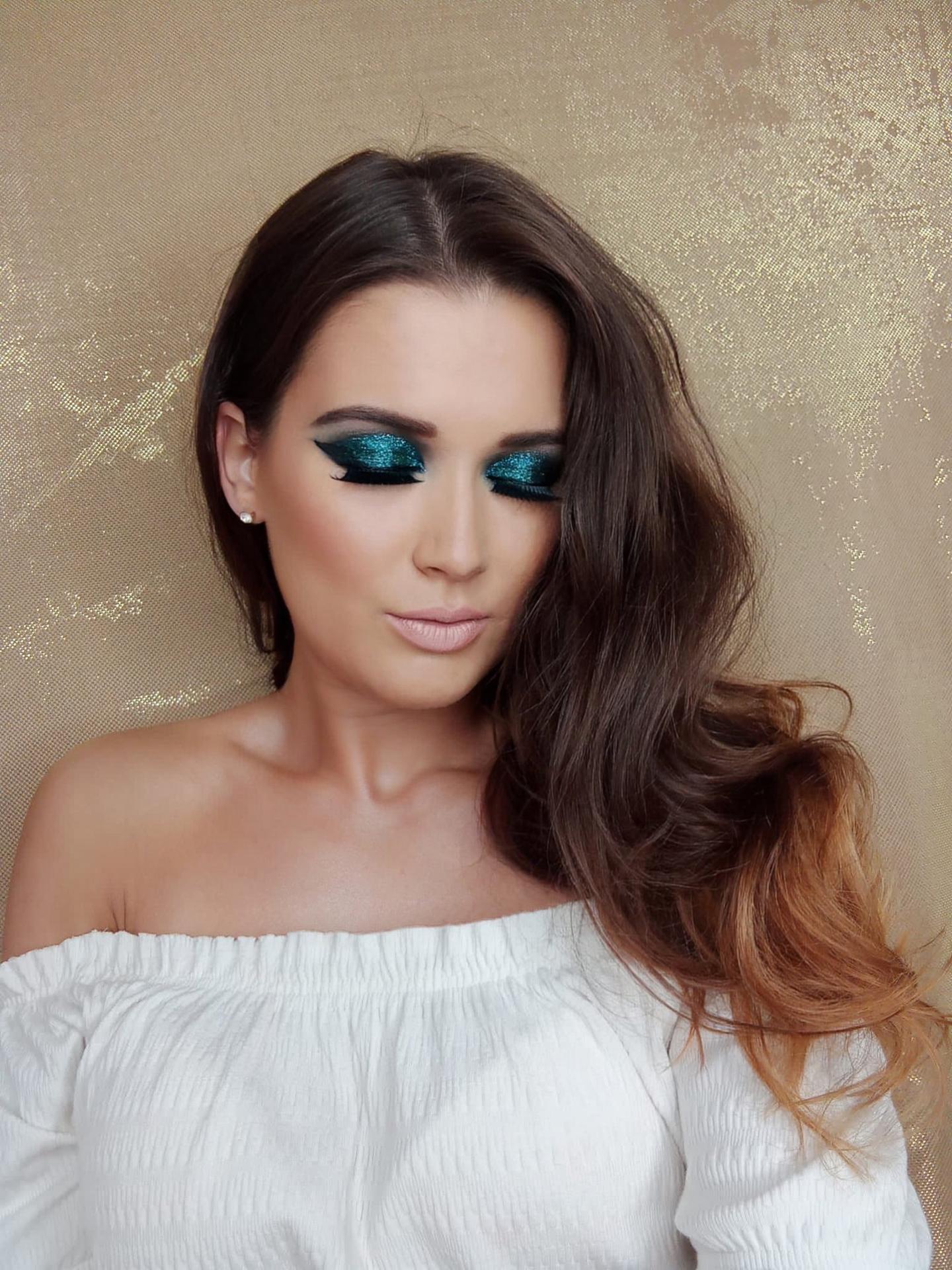 mua_denisav - Glitter smokey eyes ... Make-up vhodný na večierky, plesy. V tomto make-upu budete neprehliadnuteľná.