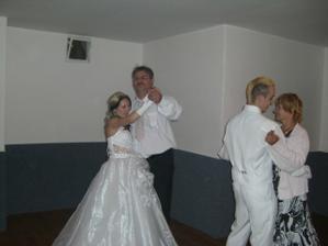 tanec s tatínkem a s tchýní...