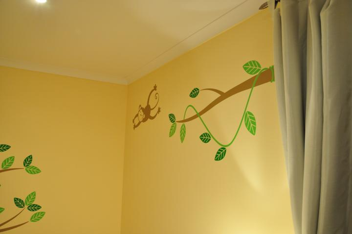 Konecna verzia steny nad postielkou.
