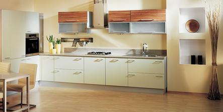 naše vybraná kuchyň - Diana od koryny, jen jiná barva desky, dvířka všechny světlé