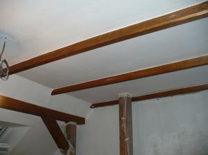 natřené stropy, hned to vypadá líp (: