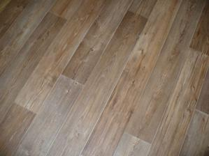 detail podlahy v pokojích