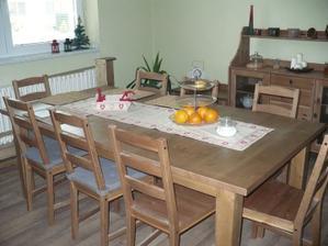 náš úžasný jídelní stůl