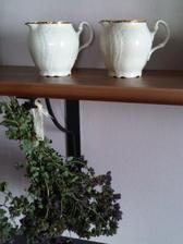 ...nova barva v kuchyni, stejna jako v horni chodbe...