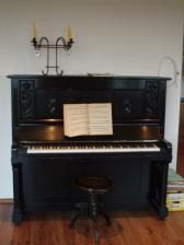 ...uzasne pianino meho muze...