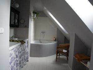 ...koupelna v podkrovi...