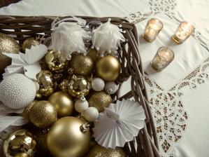...bílá a zlatá...