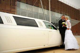 pred Arenou v PP aj s limuzinou