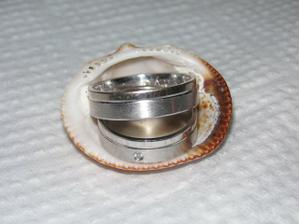 naše prstýnky na svatební cestě :o)