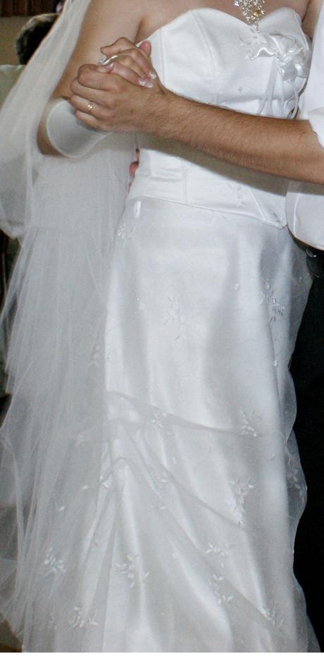 Vyšívané svatební šaty - Obrázek č. 2