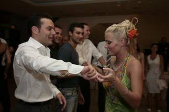 popolnocny tanec sa tancoval ovela lahsie ako ten prvy manzelsky... na zdravie...