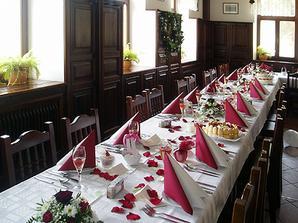 Svatební stůl z jiné svatby, náš bude velmi jednoduchý v zelenobílé barvě