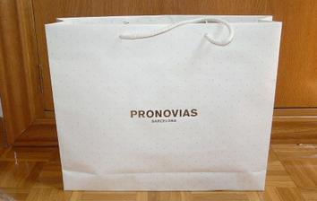 Nevěsta si vyzvedla spodničku a za týden budou doma už i šaty:)