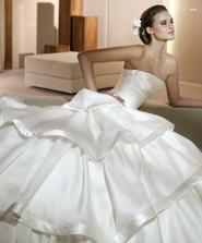 Je tolik krásných šatů...to je pak těžké vybírat:)