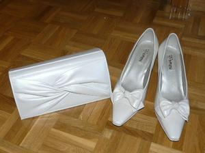 K tomu tyto botky a také využiji mou svatební kabelku
