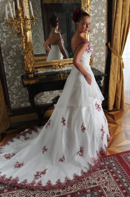 Svatební šaty - růžové i červené až do bordó - Obrázek č. 2