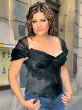 pardon Iloně, že jsem použila její fotku, ale ten korzet je super, s tou přišitou šálou by to řešilo můj problém se zády...