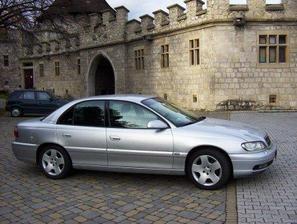 Naše autíčko, které mě poveze na obřad...