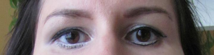 Druhá zkouška líčení - kosmetička chtěla vyzkoušet spodní linku (vpravo), ale vypadala jsem jako maska z hororu :-)