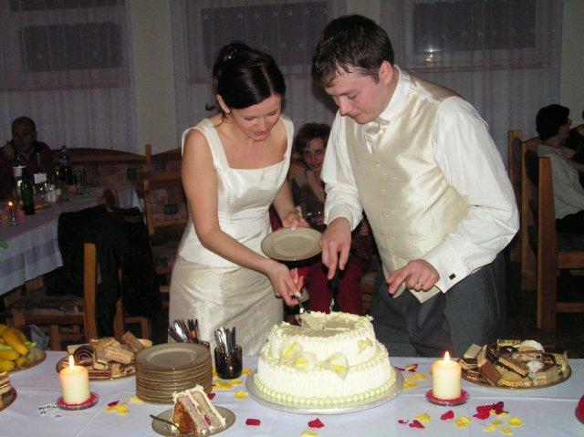 Vladimíra Vargová{{_AND_}}Marian Molčák - krajanie torty