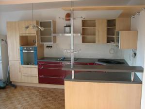 tak to je naše nová kuchyně a její úplně první fotečky, ještě se musí dost dodělat, ale to základní už stojí:-)