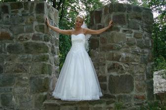 To jsou mé jednoduché svatební šaty