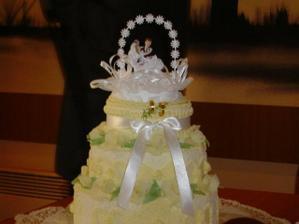 Toto je náš svatební dortík. Vážil 7,9 kg bez figurek.
