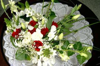 Svatební kytice měla vypadat úplně jinak. Ale co se už dalo v sobotu dělat, že? :-(
