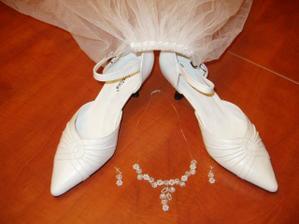 boty-bižu a detail závoje
