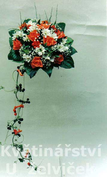 Takovouhle kytici budu tvarově mít, ale budou broskovové růže a do toho bílé frézie, moc krásné