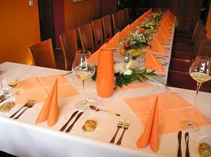 Stůl do oranžova?