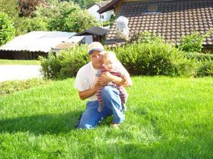 moje lasky.tu je este travicka neporusena a ocko nevie co ho caka.