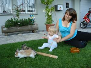 nasi traja zajacikovia ten blondavucky je moja dcerka :-)