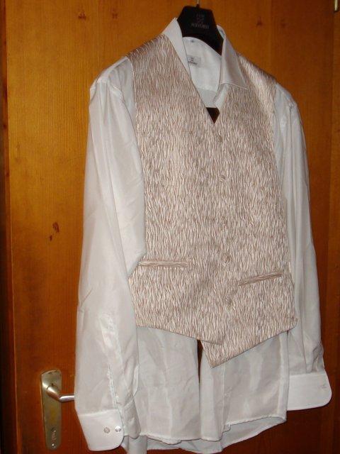 Priprava na den D.svajciarsko 07.07.07 - nadherne ma prekvapil-oblek nema chybu!!