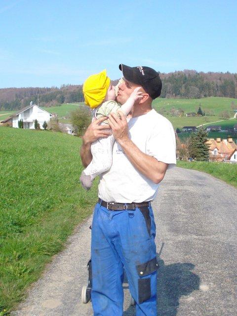 Priprava na den D.svajciarsko 07.07.07 - super otecko nasej dcerke...