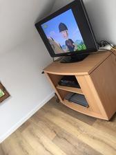 Provizórna elektrika,ale TV sa uz pozerat da .