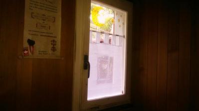 Dolné okno uz je nové plastové.