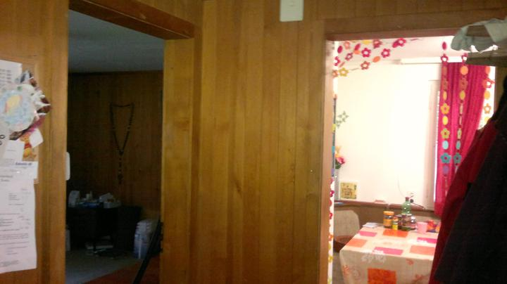 Stara kuchyna (40rocna)a izba mojho svokrika.z izby spravime jedalen.tieto dvere do kuchyne sa zamuruju a predlzi sa linka.