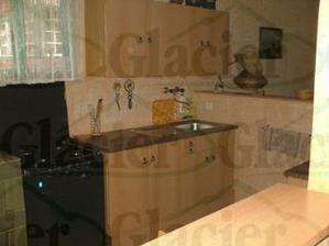 kuchyne, proti puvodni dohode tam nezustalo krom kamen na topeni, nic :o(