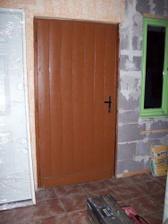 stare vchodove dvere, na fotce nevypadaji, ale jsou v hrozne kondici takze bude vymena