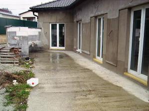 terasa v ľavo raz bude krb a umývadlo