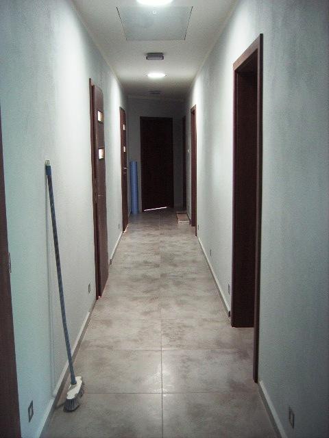 Domček - takto osvetlia svetlovody dlhú chodbu